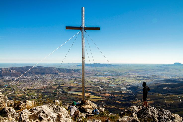 Hiking trail in the Limietberg with panoramic views of the valley of Paarl.