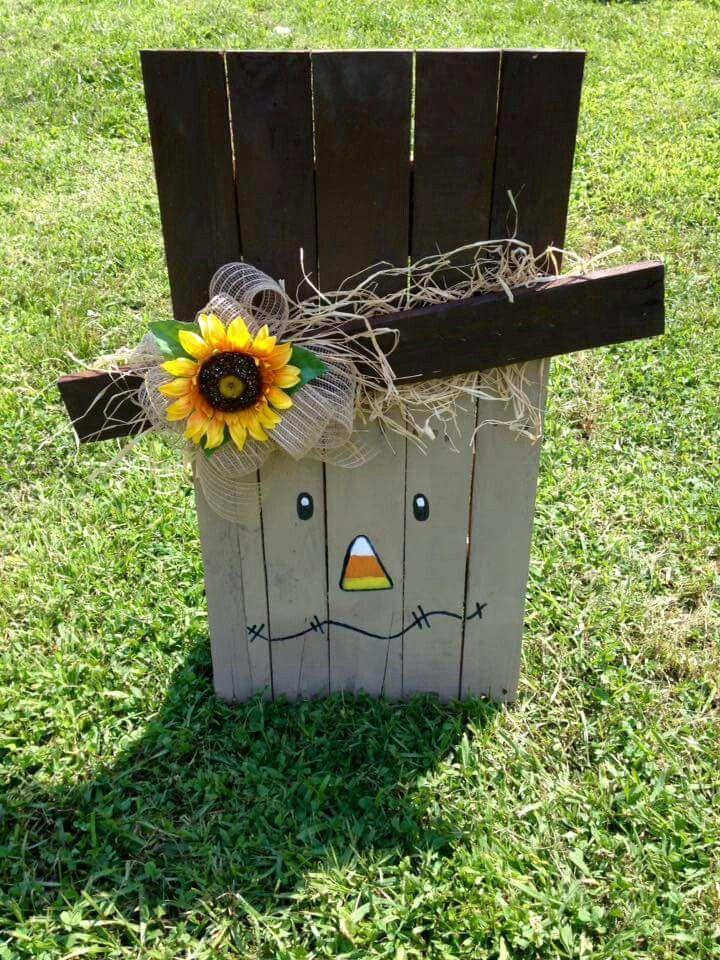 Pallet scarecrow DIY