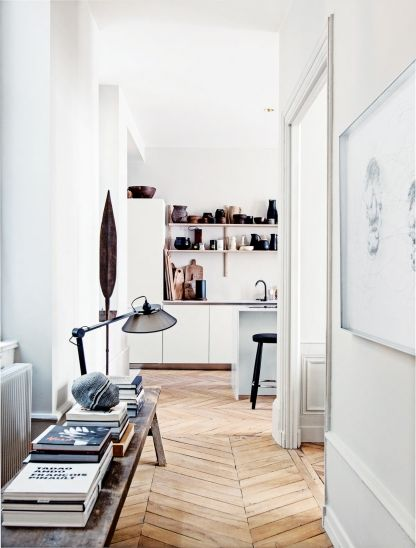 Small space: smart storage on a narrow bench.