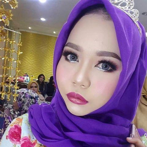 Beauty touch by @jojormanurung_mua Flawless make up dengan produk brand luar..bisa buat penampilan kamu menjadi manjaah.���� Crown @sadamsameer Hijab @ayuamalia72  #tutorialmakeup #jojormanurung #bridalmakeup #weddingmakeup #makeupartist #pekanbaru #riau #indonesia http://gelinshop.com/ipost/1522116677818652272/?code=BUfpQ3QFBZw