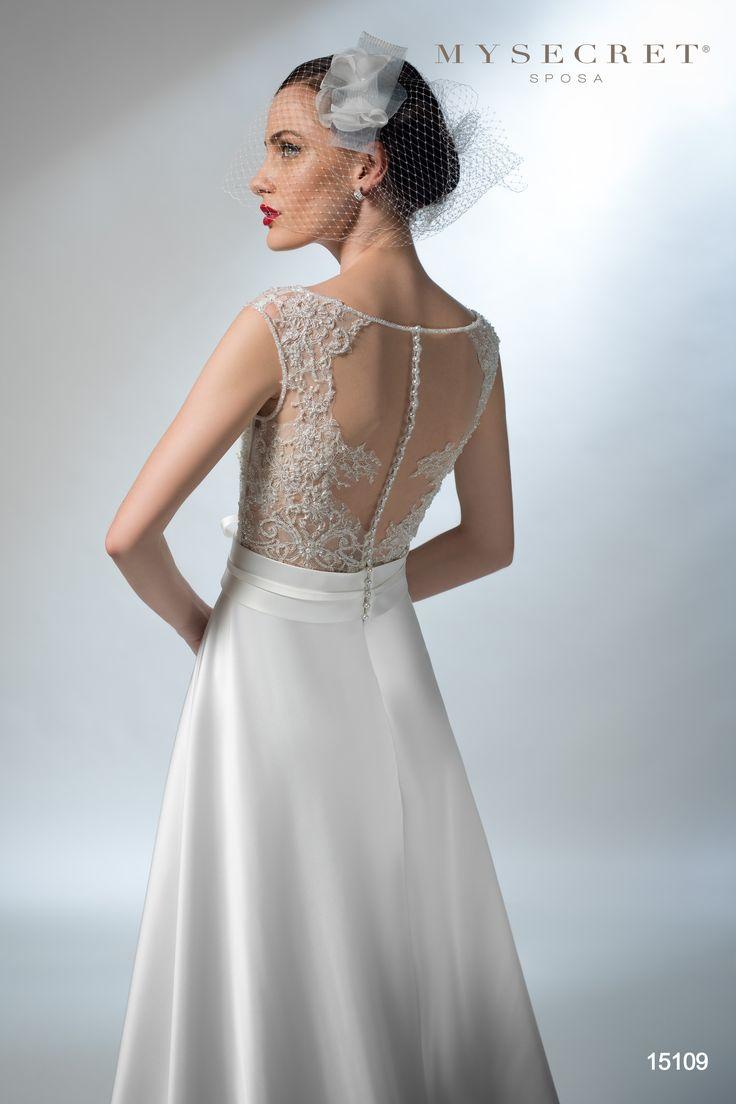 vestiito sposa ricamo schiena  my secret sposa http://www.nozzemeravigliose.it/matrimonio/atelier-sposa/bari/my-secret-sposa/397