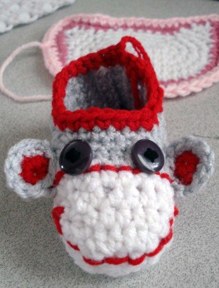 Sock Monkey Baby Booties! Free Pattern.Sock Monkeys, Baby Booty, Free Crochet, Monkeys Booty, Baby Socks, Pattern Socks Monkeys, Free Pattern Socks, Crochet Pattern, Crochet Socks