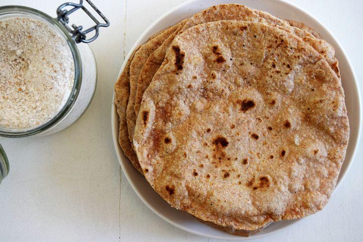 Tortilla's zelf maken. Laat mij jou overtuigen dat je na dit recept ze liever zelf maakt. Bekijk hier het simpele en lekkere recept!