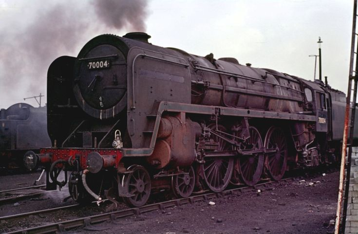 https://flic.kr/p/99rYJY | Once Proud | Once the pride of Stewarts Lane and hauling the Golden Arrow, here 70004 William Shakespear lives its final few months of service out based at Stockport Edgeley