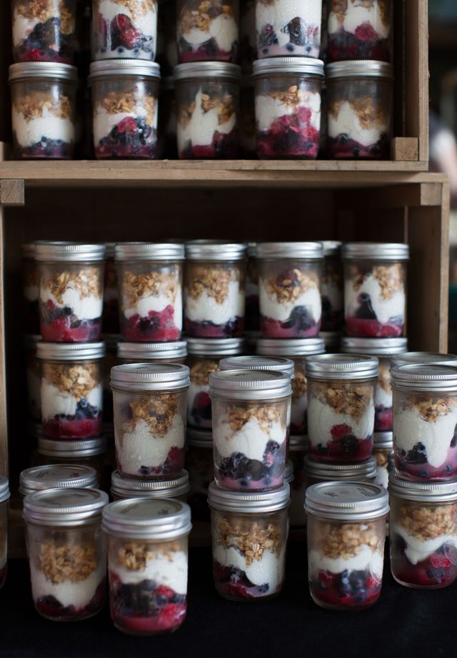 Fruit and Granola Breakfast Parfaits in a Jar. Breakfast on the go has never looked so good!
