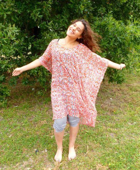Bonjour, Aujourd'hui je vous propose de réaliser vous même votre tunique de plage! Il faut 2 m de voilage (ou de tissu très fin), un peu transparent, juste pour qu'on devine le maillot de bain. Ces tuniques sont dans tous les magasins pour cet été, mais...