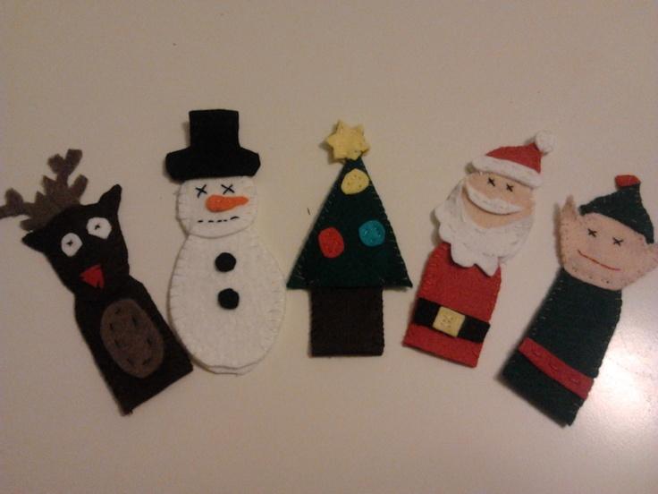 vingerpoppen kerst van vilt naar een idee van op pinterest, vond zoonlief superleuk met die dagen