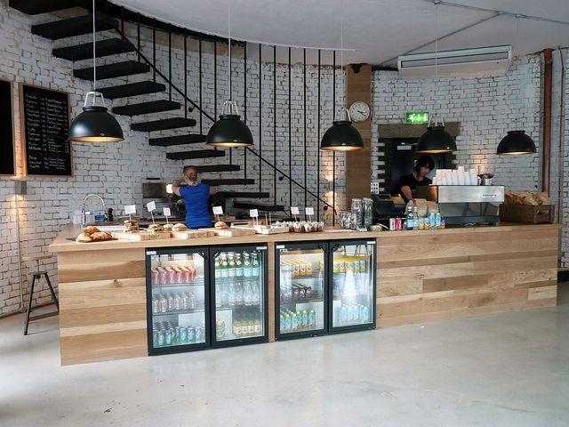 カフェ風インテリアが人気です。でも、実際にどうやって何を取り入れたら良いの?に応えて、海外のカフェ空間からヒントを探してみました。