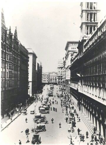 Martin Place in Sydney in 1930. Photo from Royal Australian Historical Society.A♥W