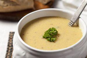 Met mosterd kook je de lekkerste recepten. Speciaal voor deze druilerige dagen een heerlijke pittige mosterdsoep