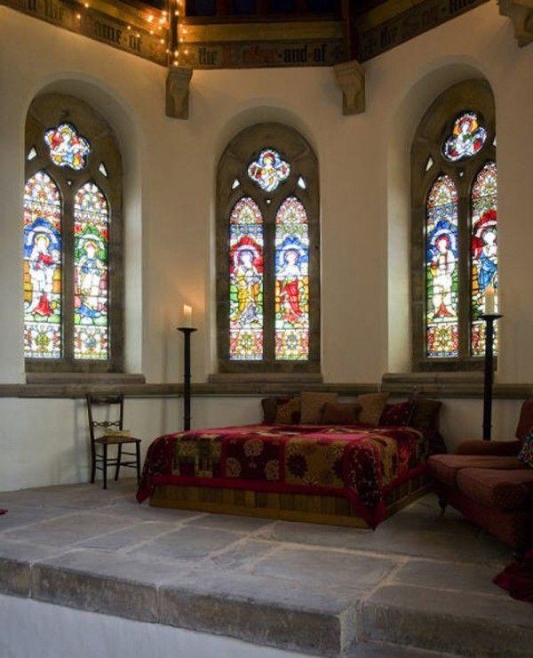 Un couple transforme une église en maison ! Et le résultat donne un superbe petit nid d'amour!