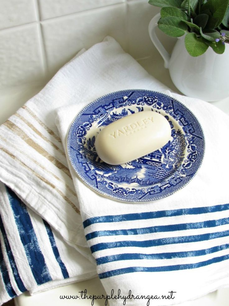 DIY your way to a beautiful home with this tutorial for grain sack striped towels. {via The Purple Hydrangea}