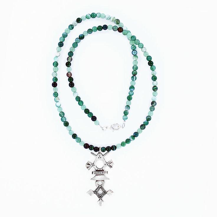 Collier croix du sud en agate verte, bijoux ethnique homme en argent vente à la bijouterie Toulouse Laoula. http://www.laoula-bijoux.com