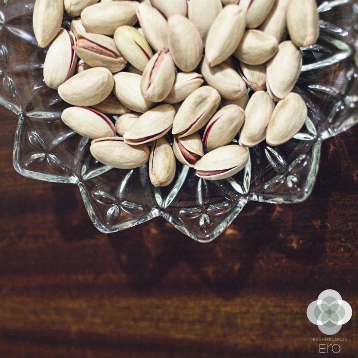 Από τις μεγάλες μας αδυναμίες είναι τα ψημένα και ανάλατα φυστίκια αιγίνης που αποτελούν ιδανικό απογευματινό σνακ!  #EraLovers