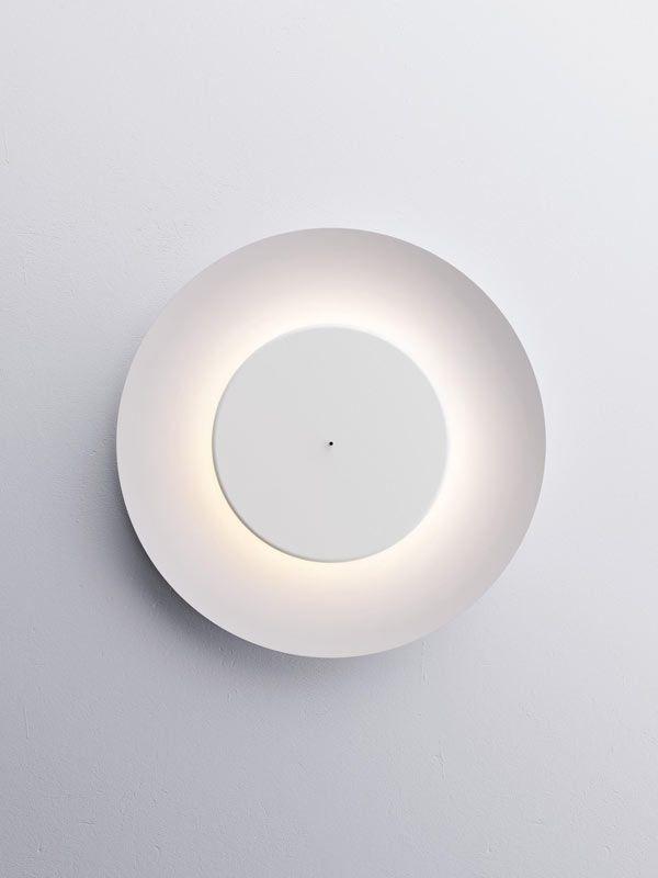IL MEGLIO DEI PROGETTI DA ABITARE | Lunaire di @fontanaarte | Due cerchi concentrici in total white vestono la stanza con una luce calda e accogliente. E arredano con elegante discrezione (design Ferréol Babin). | #design #arredamento #casa #illuminazione #ADI2014 |