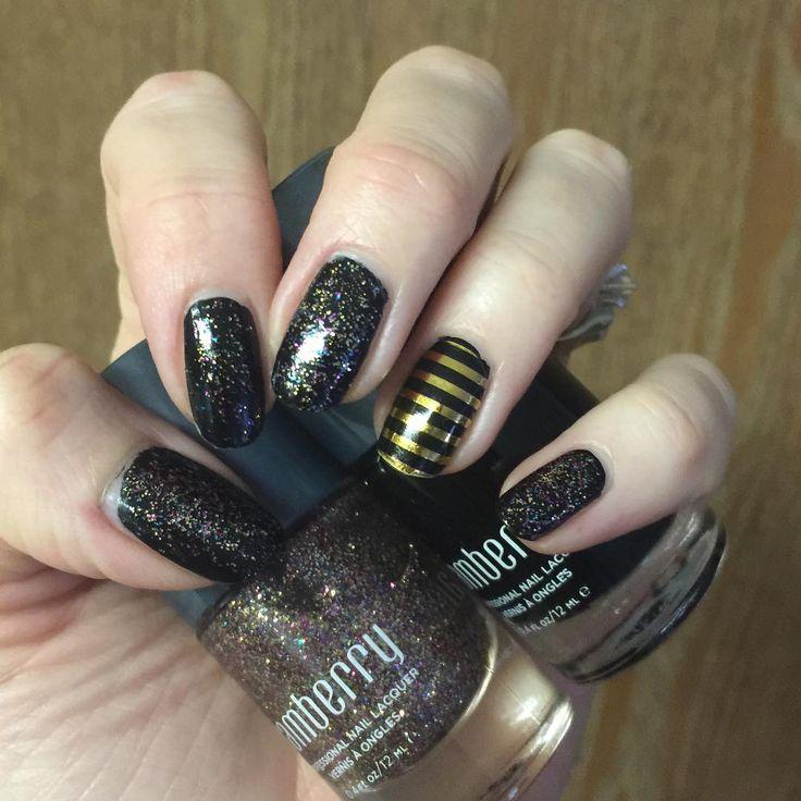 Sporting some black nails.  A 1st for me!  #jamberry #ravenjn #stardustglittertopcoatjn #metallicgoldstripejn #blacknails #nailart #easiestjobever #getpaidtohaveprettynails #karensjamz