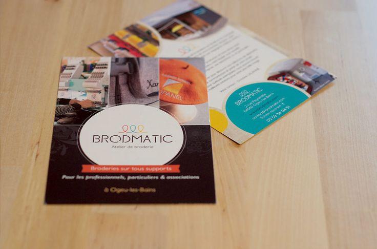 Réalisation du logo pour l'entreprise Brodmatic, atelier de broderie situé à Ogeu-Les-Bains, à côté de Pau (64). Impression de flyers, cartes de visite et roll-up.