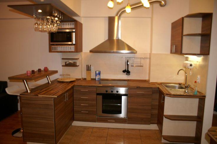 Ponúkame na prenájom NOVOSTAVBA 2i byt v Bratislave na ul. Staré Grunty Karlova Ves, 62m2, p.2/5 s výťahom.Byt je kompletne zariadený, na mieru robená kuchynská linka s barovým pultom, jedálenským stolom a spotrebičmi (el. rúra, sklokeramická varná doska, sopúchový digestor, mikrovlnná rúra, chladnička s mrazničkou a umývačka riadu).