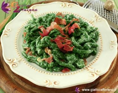 Spatzle di spinaci con speck e panna #cibo #delizia