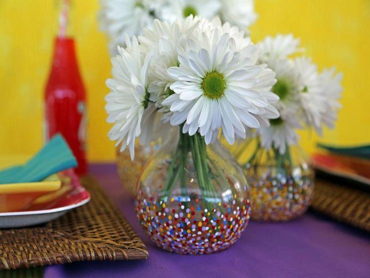idées-bricolage-vases-verre-pois-multicolroes-marguerites idées de bricolage