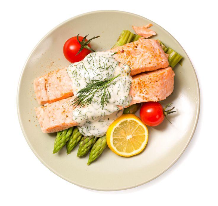 Ingredients- 2 x 250g pieces of salmon- 1 tbs coconut oil- 1 bunch of asparagus- 1 cup of greek yogurt- 2 tbs freshly chopped dill- 1 tbs lemon juice- 1 garlic