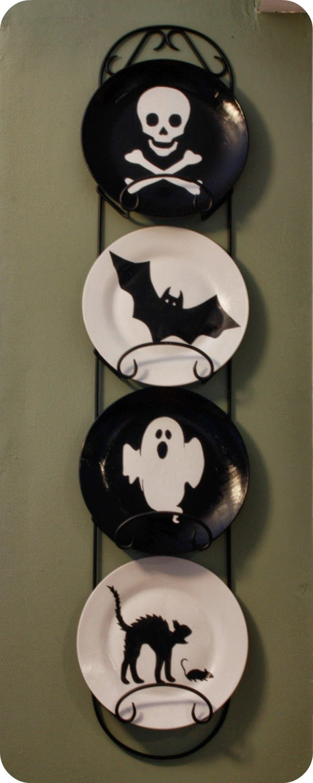 halloween painted plate rack display #halloween #plate #decor