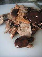 Herkkusuun lautasella-Ruokablogi: Perinteinen sienisalaatti