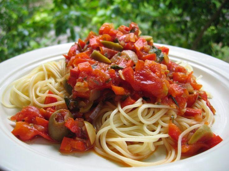 Capellini com Molho de Tomates e Pimentão