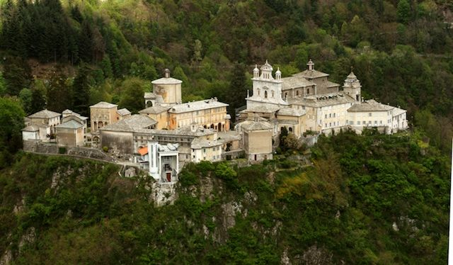 Holy Mount of Varallo, #UNESCO World Heritage, is the oldest and most impressive holy mountain of #Piedmont, about 1 hour from lake Maggiore