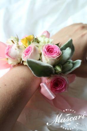 Pastelowa bransoletka kwiatowa dla świadkowej