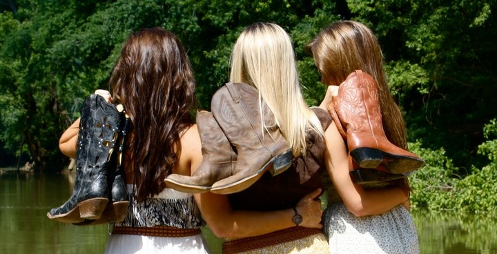 Country GirlsSenior Pictures, Cowboy Boots, Friends Pictures, Country Girls, Southern Girls, Friends Pics, Bridesmaid Photos, Country Life, Cowgirls Boots