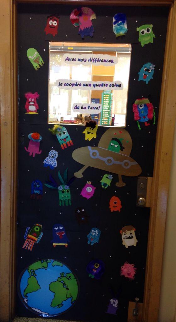 Décoration de ma porte de classe avec les avatars de la classe Dojo! Thème de l'année: avec mes différences, je coopère aux quatre coins de la Terre!