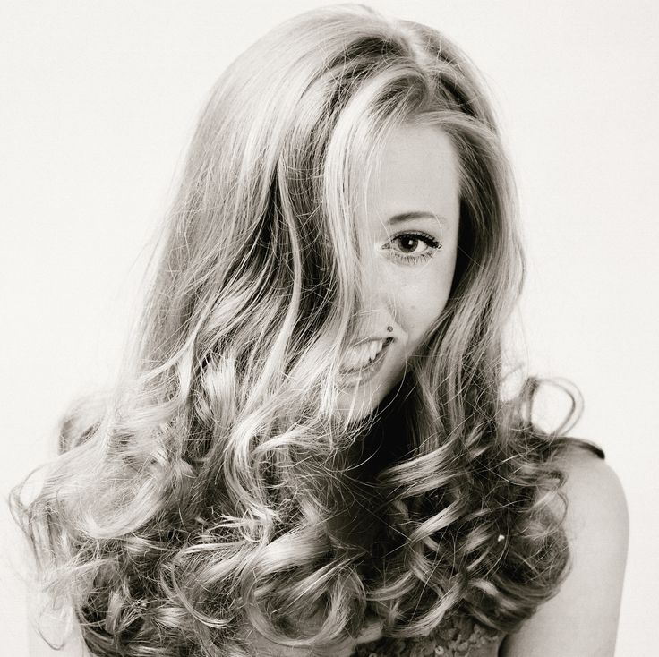 Summer hairstyles are all about texture and movement. Here are our tips for adding volume and making waves without getting hot under the hairdryer.