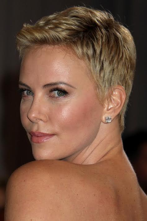 Dikkat çekici bir o kadar da havalı: 2017 yılının Pixie saç modelleri 'ni denediniz mi? Cesaretli olan kadınlara tavsiye edilir.Pixie saç modelleri bayan