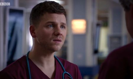 Holby City (18/17) Dominic impresses Ric