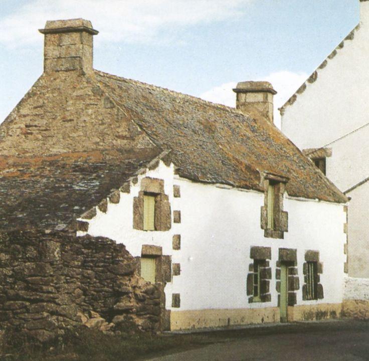 Maison traditionnelle de la cote bretonne les ouvertures for Architecture bretonne traditionnelle