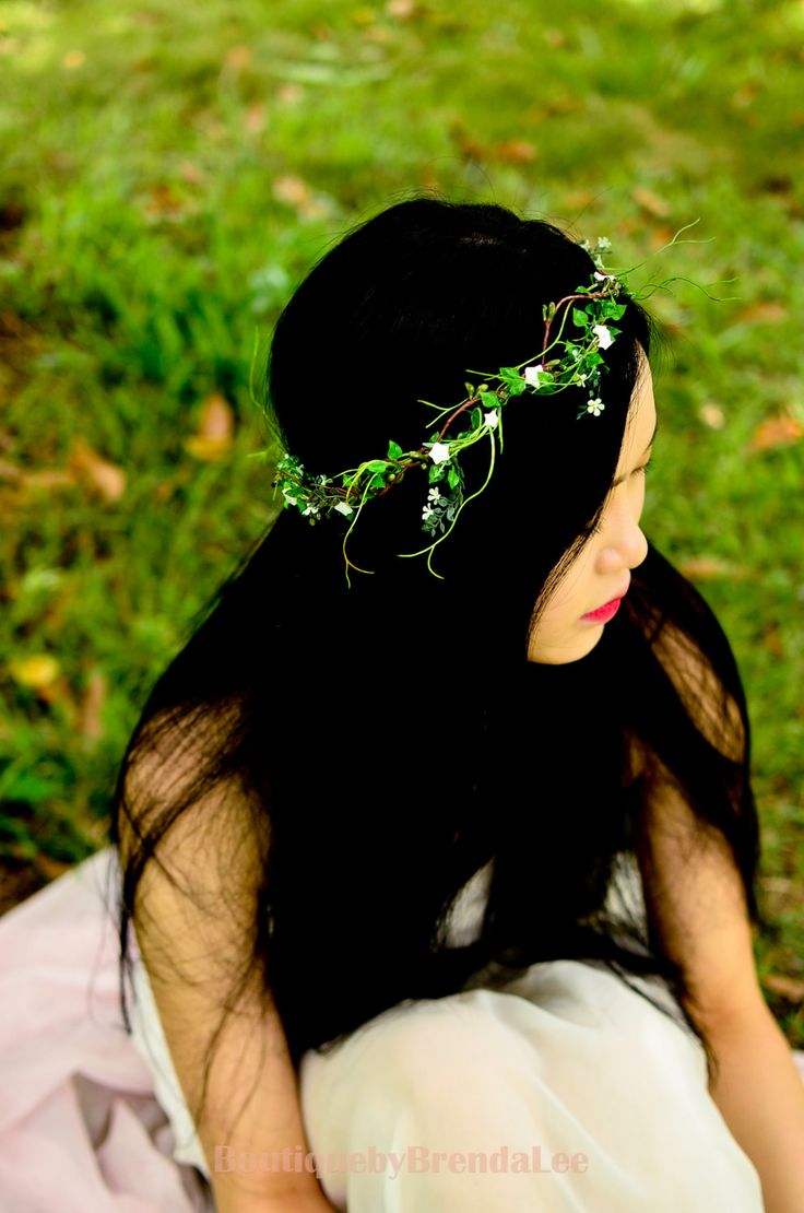 ♥ This romantic crown features delicate seashell stars and white tiny little flowers with green leaves.  Handmade with great care and attention to detail by Brenda ♥ Perfect for woodland photography, destination wedding and everyday fashion for a touch of nature.