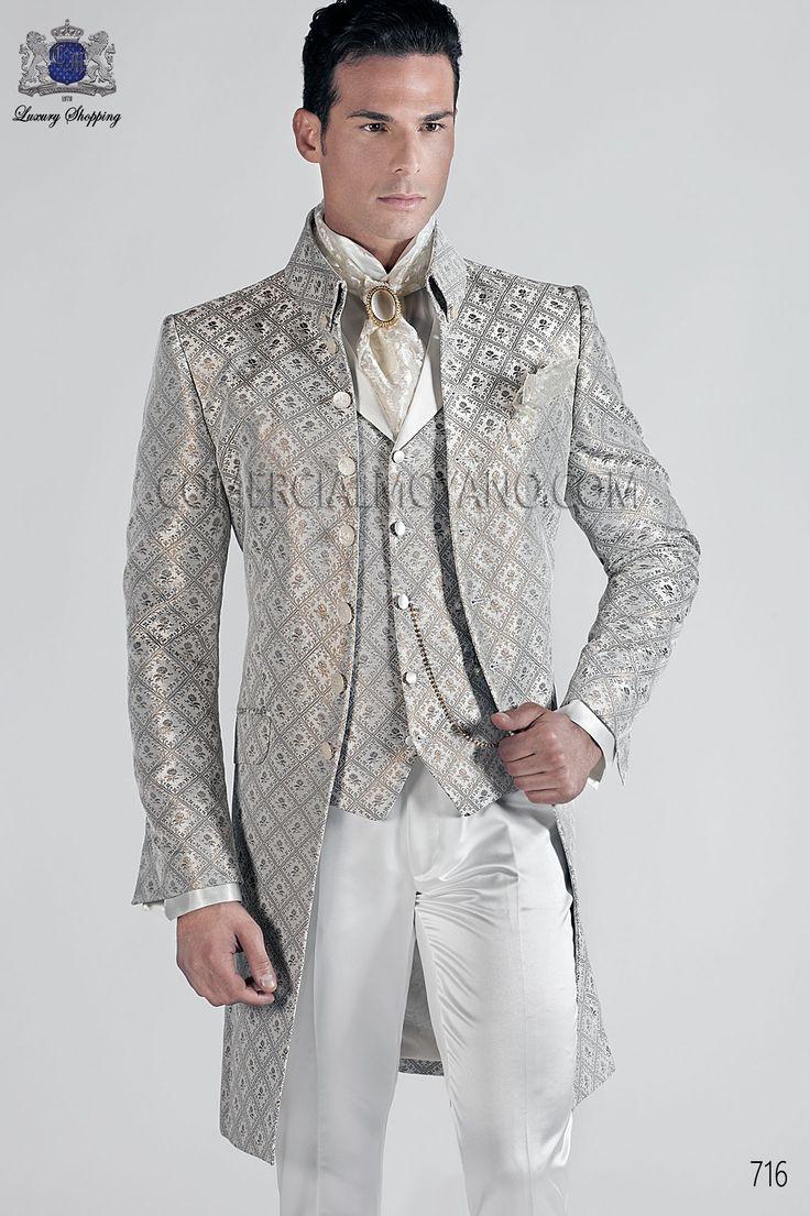 Traje de novio italiano Levita Koreana en tejido brocado gris-oro con cuello Mao, coordinado con pantalon raso blanco, modelo 716 Ottavio Nuccio Gala colección Barroco 2015.