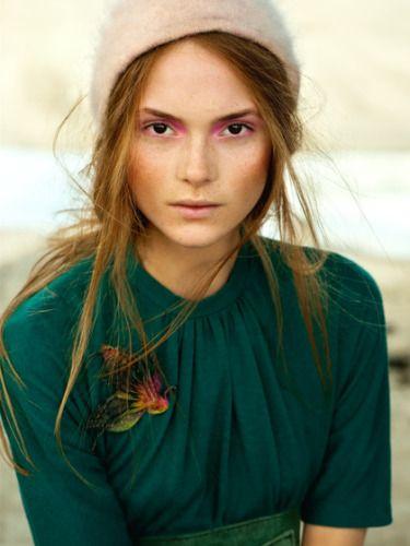 like the eyeshadow: Purple Eyeshadows, Colors Combos, Pink Eyeshadows, Emeralds Green, Pale Pink, Beautiful, Pretty Makeup, Fall Makeup, Pink Orchids