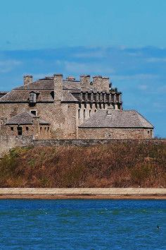 Standing on a bluff above Lake Ontario not far from Niagara Falls, Old Fort Niagara has dominated the entrance to the Niagara River since 1726.