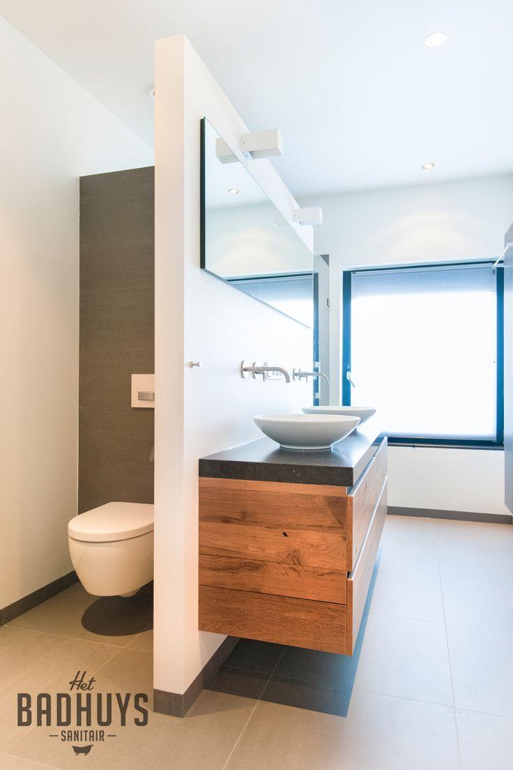 Robuust maatwerk meubel met bovenblad in natuursteen, toilet uit het zicht geplaatst | Het Badhuys Breda