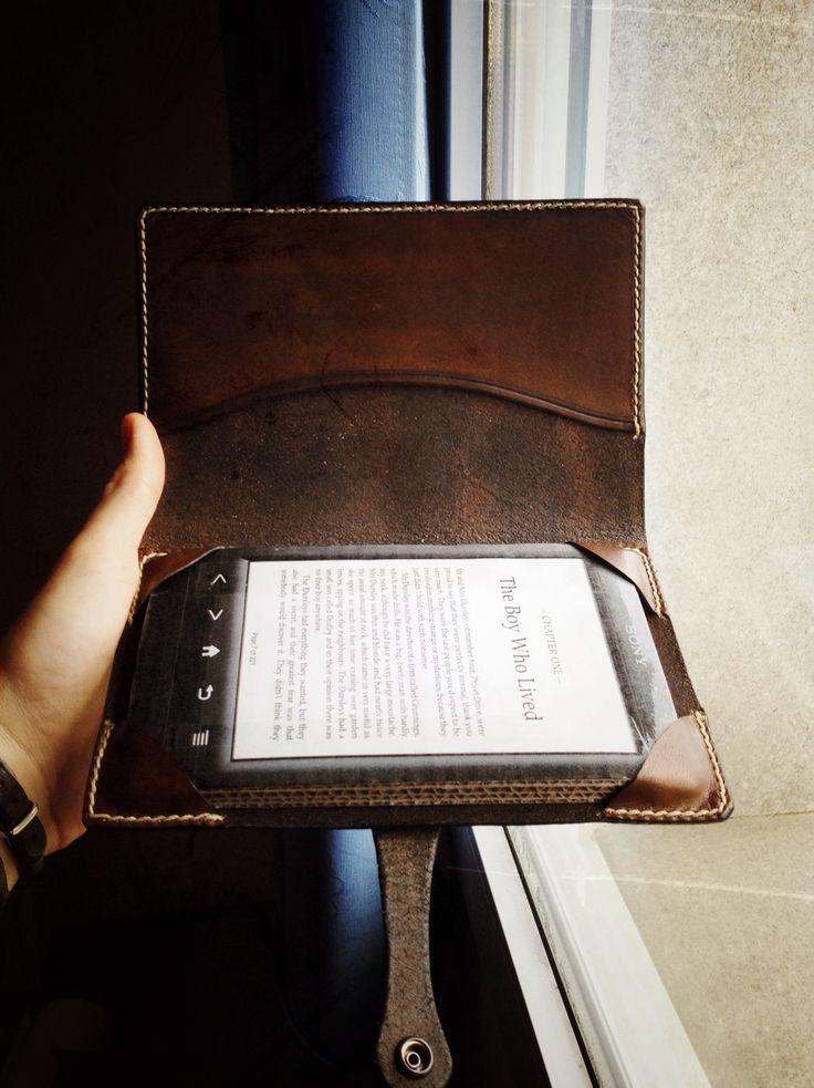 Funda de cuero para eBook / Leather eBook cover by hojasdemaria.com