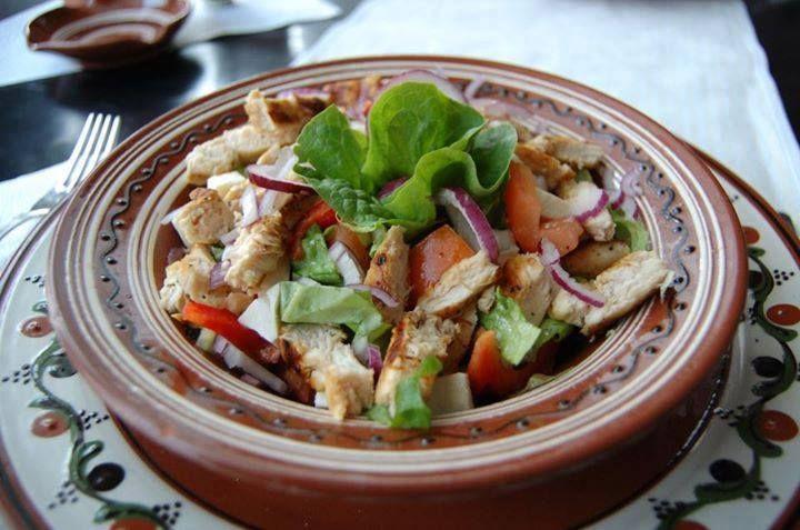 Poftă bună la salata cu piept de pui!