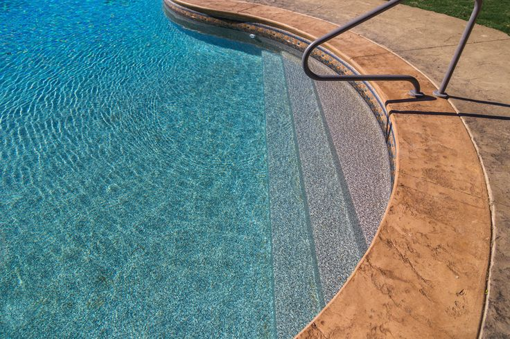 Love The Sand Colored Cantilever Edge Concrete With Liner