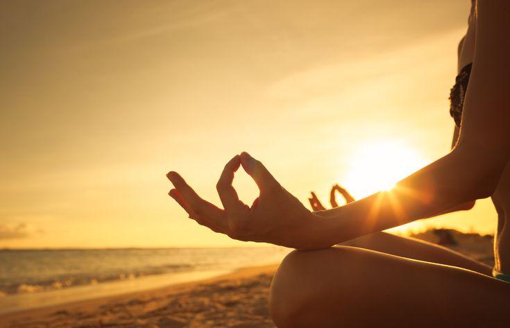 Técnicas antiguas de respiración Yoga para equilibrar el aura  - Univision