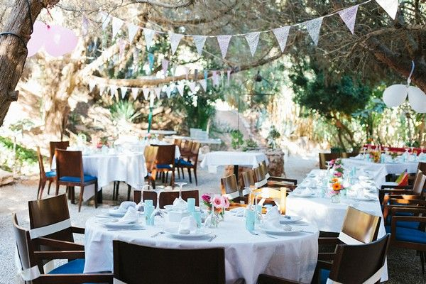 Relaxed Ibiza wedding in red, orange and pink