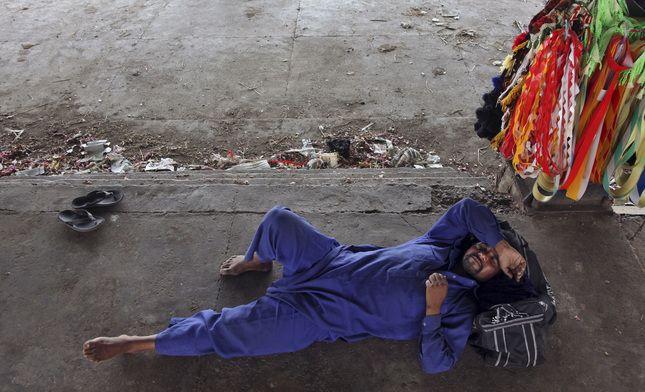 05/30/2015 - India heat wave: Death toll nears 2,000