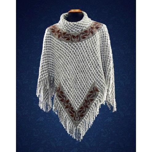 Poncho juvenil, trabajado con hilos de alpaca y lana entrelazados, en tonalidades beige y gris.