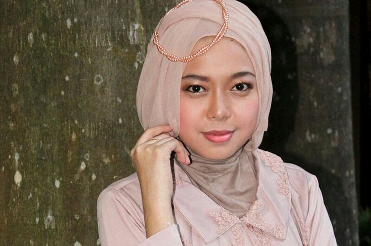 Annisa Nur Miladiyah, 23 years old from Indonesia. View her full biography and vote her to be The World Muslimah 2014. http://tinyurl.com/wma2014-09071131 #nominee #onlineaudition #WorldMuslimah2014