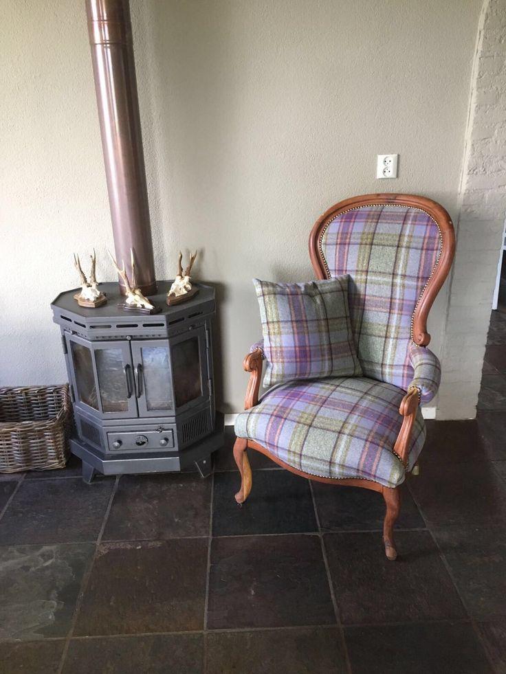 Fauteuil gestoffeerd met stof naar keus. Zo kunnen wij elke oude of klassieke stoel weer nieuw leven inblazen.